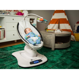 News - 2016051204 - An editor and his baby test out a smart infant seat